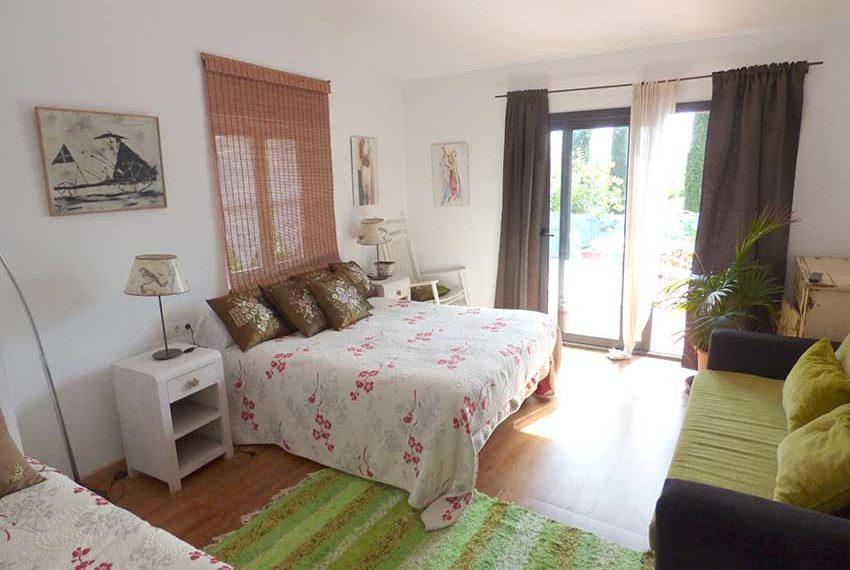Hotel-BB-en-Venta-en-el-Baix-Emporda-Hab2